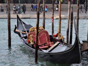 Eine Gondelfahrt ist die beste Art um in Venedig Reisen