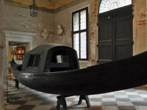 Gondola con il felze al museo Ca` Rezzonico