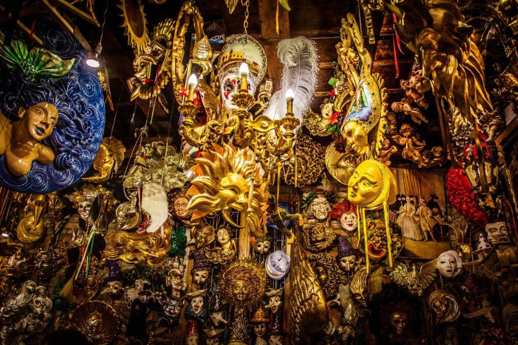 Location deguisement Venise: costumes traditionels et uniques pour le Carnavale!