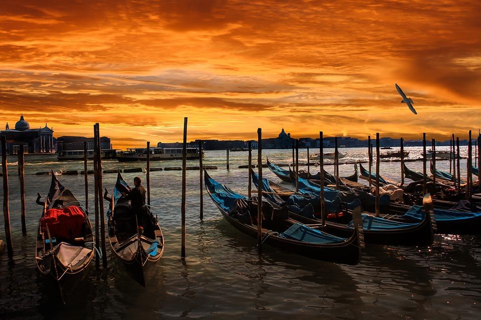 Balade en gondole Venise canaux .jpj