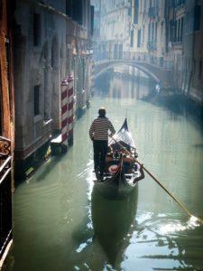 Petits canaux gondole balade Venise