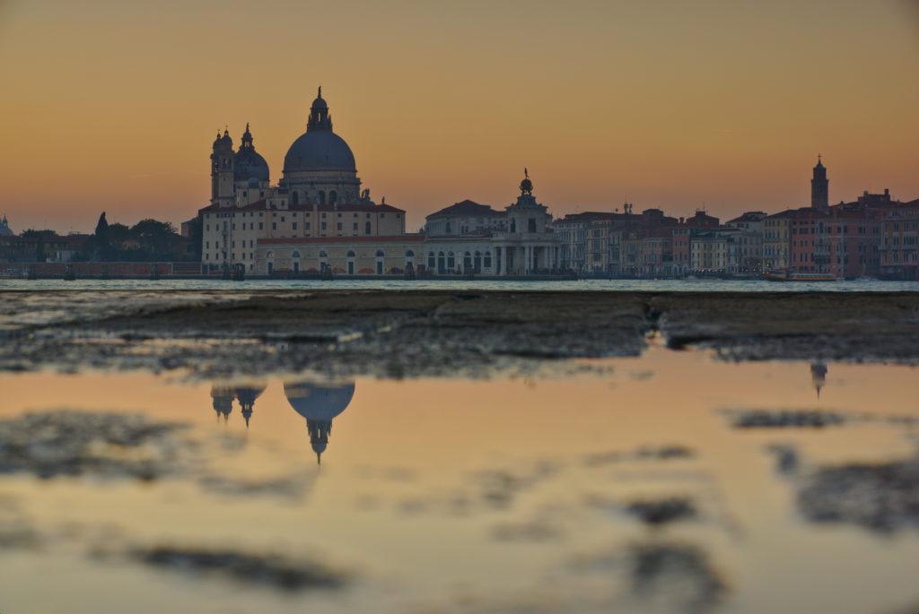 Visiter.Venise.reflet.canal.lagune.jpg