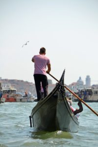 Venice.gondola.ride.gondolier.jpg